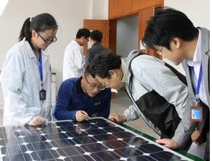 高等院校实验室里的太阳能逆变器