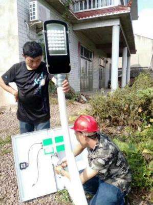四川农村,太阳能路灯已经装上了